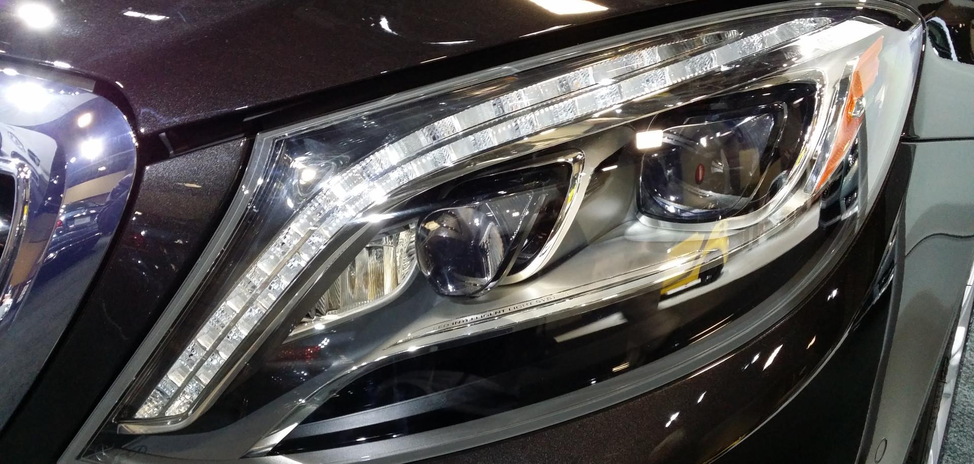 Mercedes_S-Class_LED_Headlight_(W222)