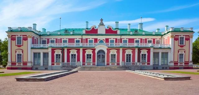 kadriorg-palace-in-tallinn-city-Estonia-1600×1066